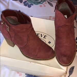 Steve Madden vintage style low cut cow girls booty